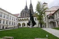 Městské divadlo Brno se na Biskupském dvoře objeví letos v létě už posedmé v řadě.