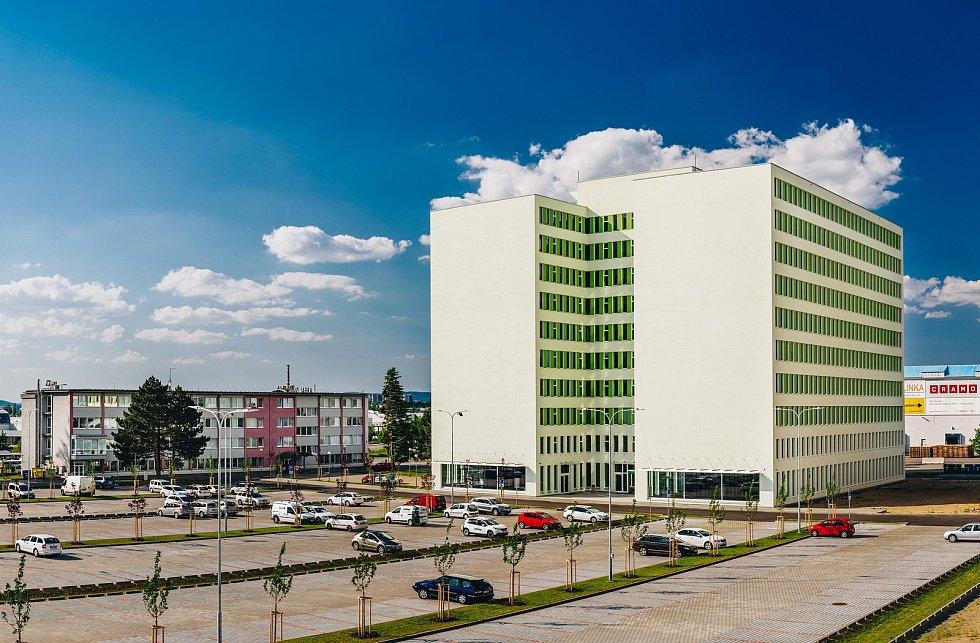 Nová kancelářská budova v brněnské Slatině s kapacitou asi pro sto tisíc lidí.