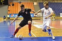 Vpravo Tomáš Koudelka v bílém dresu české reprezentace.