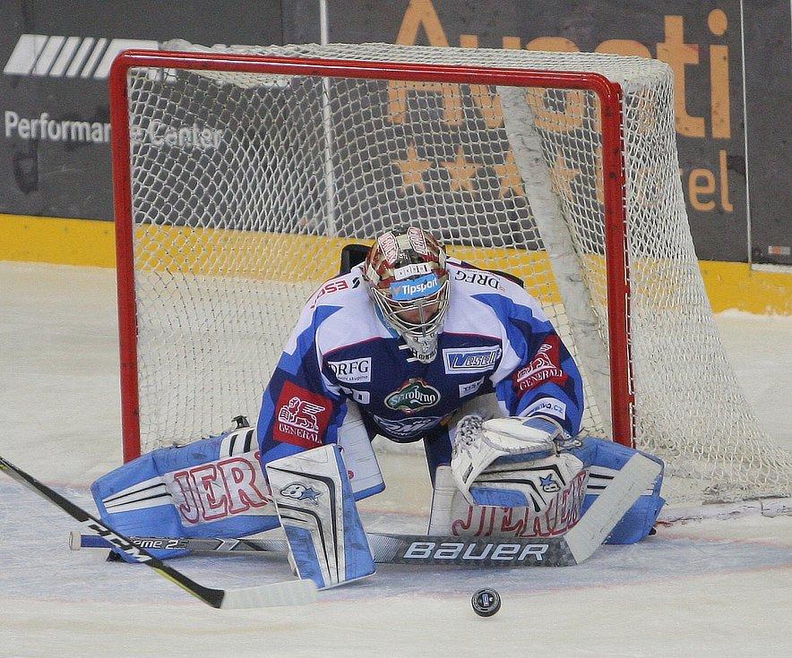 Hokejisté brněnské Komety v 47. extraligovém kole doma přetlačili Pardubice 2:1. Na snímku Langhamer.