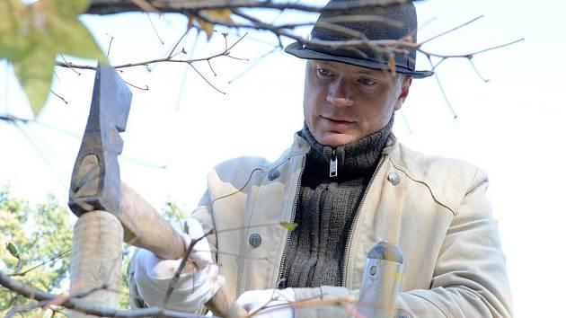 Zasazením stromu v brněnském parku Lužánky zahájil herec Jan Budař akci nazvanou Den stromu.