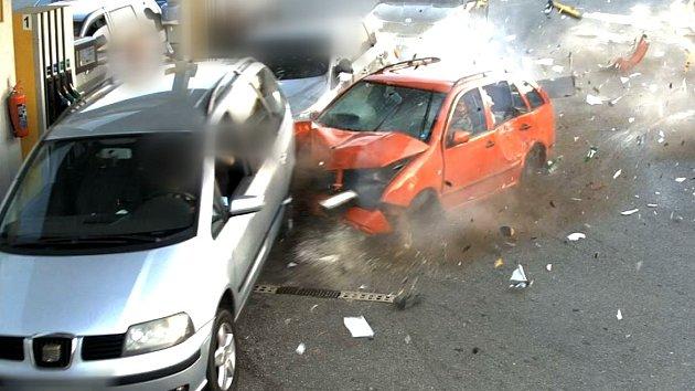Dopravní nehoda u čerpací stanice v Popovicích na Brněnsku
