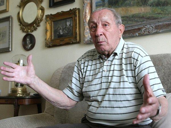 Bývalý hokejový obránce František Mašlaň vybojoval sKometou všech dosavadních jedenáct titulů republikového mistra. Sreprezentací se účastnil jako náhradník zimních olympijských her vamerickém Squaw Valley vroce 1960.