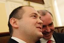 Bývalý a nový hejtman. Stanislav Juránek s Michalem Haškem.