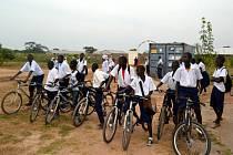 U nás nepotřebné kolo umožní dětem v Africe cestu ke vzdělání.