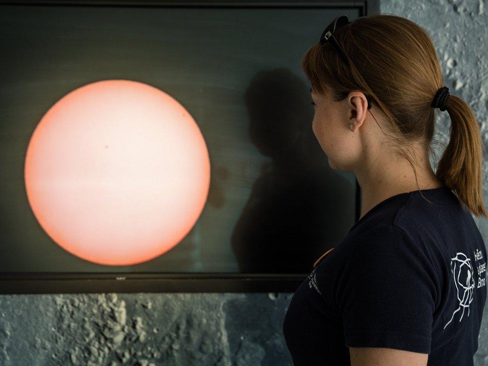 Merkur částečně zakryl Slunce. Jev Brňané viděli po třinácti letech.