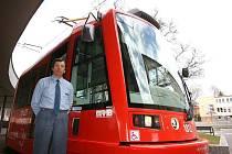 Památeční tramvaj připomíná dvacetileté přátelství Brna a rakouského Sankt Pöltenu.