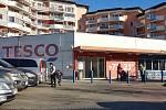 Nová pravidla platí od středy 18. listopadu pro provoz obchodů. Na snímku Tesco v Brně.