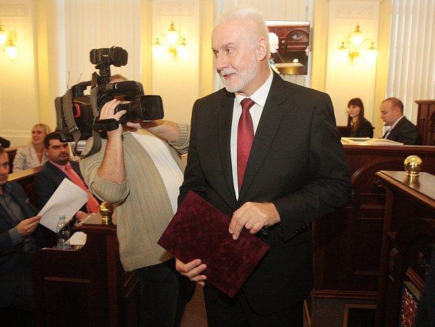 Hejtmanem Jihomoravského kraje se ve středu stal Bohumil Šimek (ANO). Rozhodli o tom v tajné volbě zastupitelé na ustavujícím zastupitelstvu. Šimek nastupuje po Michalu Haškovi (ČSSD), který byl v čele kraje dvě volební období.
