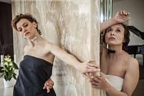 Druhá část inscenace Básnic města mapuje osud Vítězslavy Kaprálové. Na jevišti se setkají herečka Kamila Valůšková s tanečnicí Irene Bauerovou, které dohromady tvoří jednu bytost.