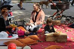 Na pouliční akci Dobrodružství na Jarošce nabídly zájemcům desítky podniků z okolí rozmanité suvenýry.