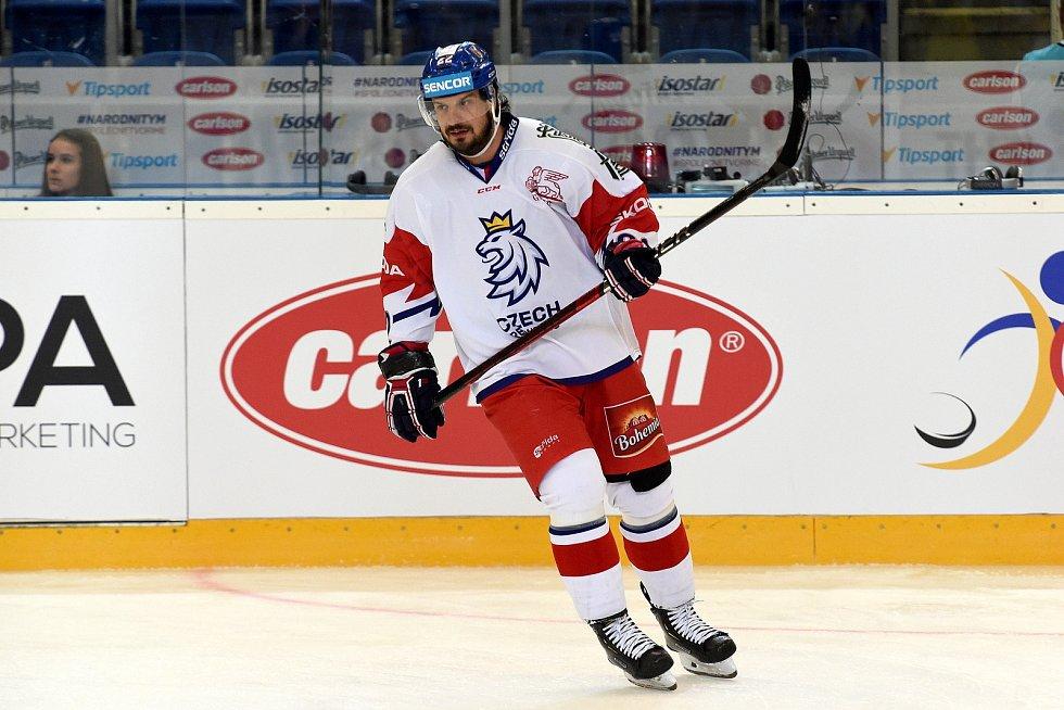 Úvodní zápas Carlson Hockey Games v brněnské DRFG aréně mezi Českou republikou v bílém (Martin Zaťovič) a Finskem