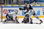 domácí HC Kometa Brno (Marek Čiliak a Michal Gulaši) v bílém proti HC Vítkovice Ridera (Rastislav Dej)