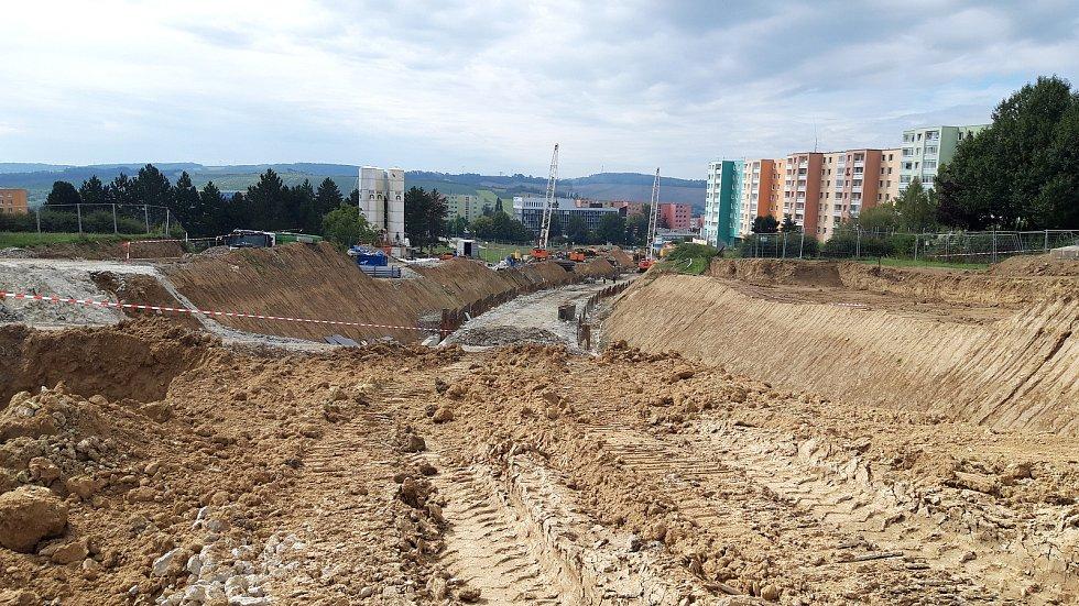 Stavba tramvajové trati do kampusu.