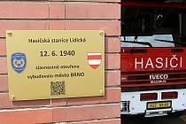 Slavnostní odhalení pamětní desky k výročí 80 let od otevření hasičské stanice Brno-Lidická.