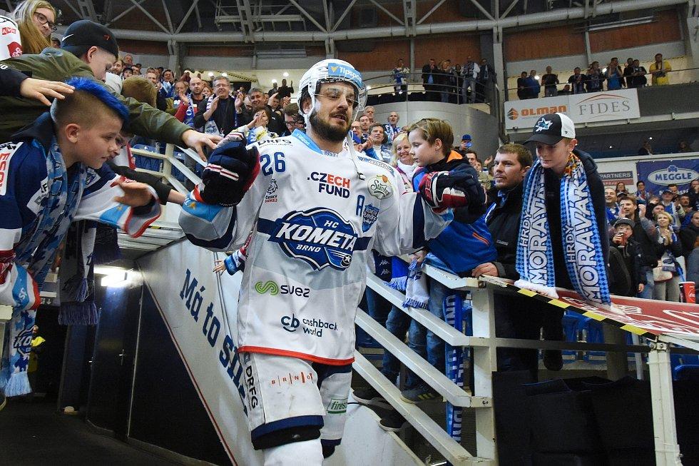 Oslavy po vítězné sérii s Hradcem Králové - Martin Zaťovič.