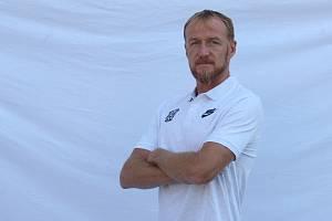 Nový trenér Zbrojovky Richard Dostálek při focení v roce 2019.