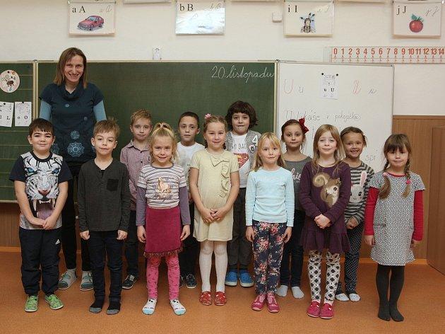 ZŠ Ochoz uBrna. Na fotografii 1.třída střídní učitelkou Evou Klímovou.