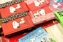 Snoopy v Brně podepsal knihu komiksů.