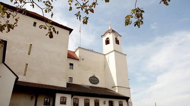 Rekonstrukce hradu Špilberk v Brně se protáhne. Původně měla skončit v listopadu. Kvůli nečekaným komplikacím však dělníci budou pracovat až do jara.