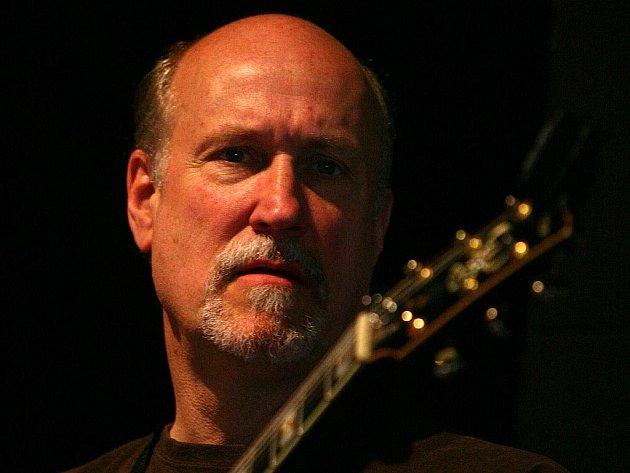 Jazzový kytarový mág John Scofield.