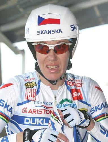 Lada Kozlíková vyjela nic netušíc na trať. Provoz ji poněkud zaskočil, ale zvítězila tím, že přežila.
