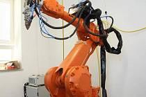 Den otevřených dveří v ústavu přístrojové techniky brněnské akademie věd.