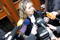 Brněnská policejní mluvčí Andrea Procházková informuje o vzetí Škrlové do vazby