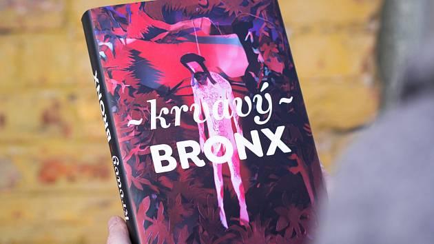 Kniha Krvavý Bronx nabízí povídky předních českých spisovatelů odehrávající se v kulisách takzvaného brněnského Bronxu na konci devatenáctého století.