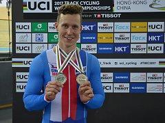 Dráhový cyklista Tomáš Bábek získal na mistrovství světa v Hongkongu dvě medaile.