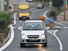 Řidiči, kteří projíždějí Kuřimí na Brněnsku, si od pátka konečně mohou oddechnout. Po třech měsících oprav se totiž otevřel průtah městem. Silnice je tak průjezdná o tři týdny dříve, než bylo původně v plánu.
