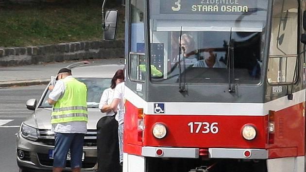 Pondělní nehoda auta a tramvaje u křižovatky brněnských ulic Koliště a Milady Horákové na několik minut zbrzdila dopravu. Ostatní linky (na snímku např. tramvaj č. 3) místem poté projížděly bez komplikací.