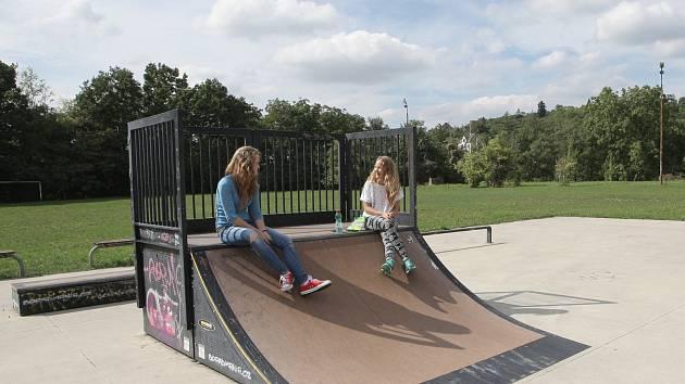 Parkour, pumptrail nebo boulder. Zajímavé atrakce hlavně pro mladé Brňany nabídne nový park v Židenicích. Hotový má být ještě letos.