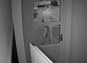 Útočníka, který se v Líšni pokusil znásilnit dívku v prostoru tramvajové smyčky Novolíšeňská, nyní policie hledá podle videozáznamu. Informace můžou lidé ohlásit na lince 158.