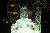 Z půldruhé tuny ledu vytvořili umělci při akci Advent na Moraváku na brněnském Moravském náměstí velkého Inku i s trůnem. Ledová socha bude u vchodu na adventní trhy tak dlouho, dokud nerozmrzne.