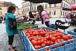 Brněnský Zelný trh po rok a půl dlouhých opravách opět zaplnily stánky s ovocem a zeleninou.