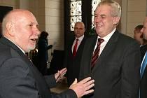 V úterý krátce po jedenácté hodině navštívil Brno poprvé ve své prezidentské funkci Miloš Zeman (vpravo na snímku s předsedou Ústavního soudu Pavlem Rychetským).