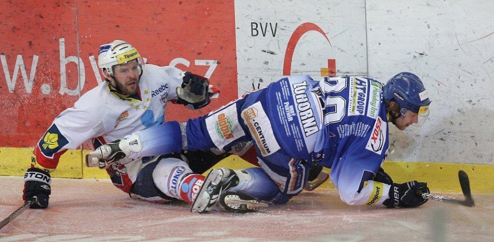 Kometě se nepodařilo porazit Pardubice. Týmu se nedařilo v závěrečných nájezdech. Na snímku Zohorna.