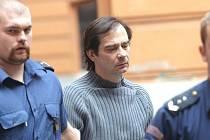 Manžel spisovatelky Simony Monyové Boris Ingr zůstane až do soudu ve vazbě.