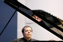 VIRTUOZ Z ODĚSY. Souhra ukrajinského klavíristy Botvinova s orchestrem i sólisty byla bezchybná.