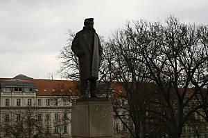 Socha Leoše Janáčka na Moravském náměstí v Brně.