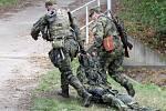 V areálu rozvodny v Sokolnicích na Brněnsku ve středu cvičili zásahy vojáci, policisté a záchranáři Českého červeného kříže.