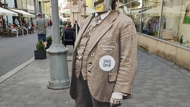 Nová móda v ulicích Brna: bezhlavý Janáček. Skladatelovy figuríny ničí vandalové
