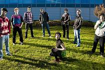 NEOTŘELÝ ZVUK. Mladou krev na Babylonfestu zastoupí také prežští The Spankers. Kapela představí na Moravském náměstí své disco popové a reggae skladby z alba Boom! Bang! Pow! You know…