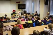 Hasiči četli pohádky dětem v Brně.