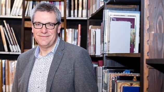 Britský vědec v Brně zjistí, jak rozpad říše proměnil umění