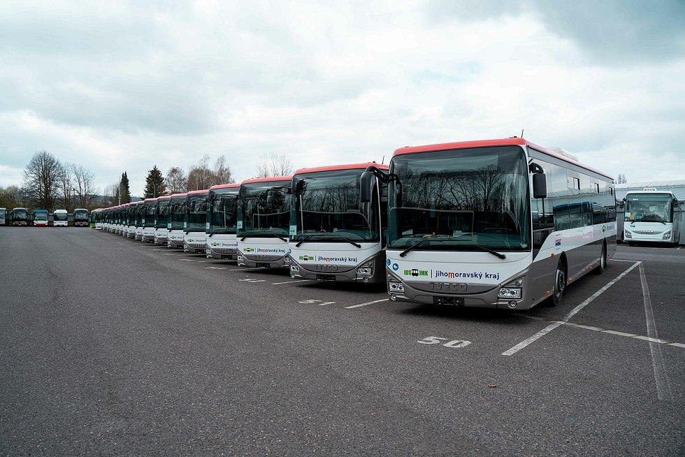 Jednatřicet nových autobusů vyjede v létě na jihomoravské silnice.