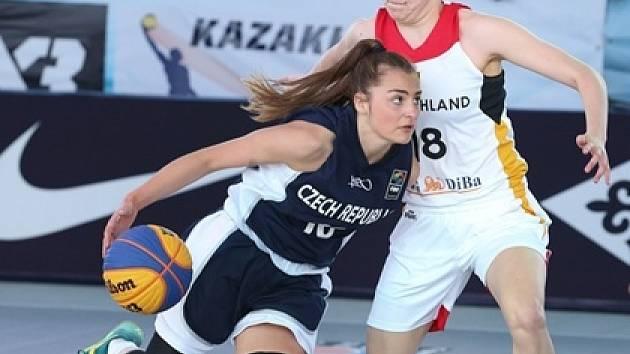 Basketbalistka Sára Krumpholcová.