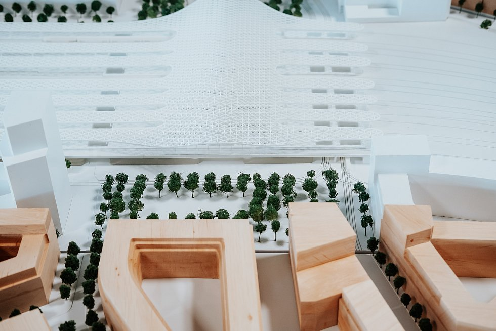 Druhé místo: model návrhu podoby nového hlavního vlakového nádraží v Brně od Sdružení Pelčák a partner architekti – Müller Reimann Architekten ve fyzické podobě.