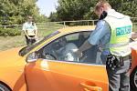 Policisté včera náhodně kontrolovali lidi a auta u motorestu Rohlenka na Brněnsku. Zloději tam totiž od začátku roku způsobili škodu už tři čtvrtě milionu.